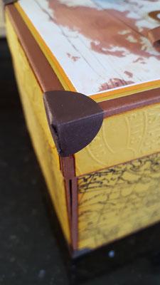die Kofferecken geben der Box das charakteristische Aussehen