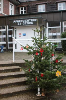 Wunschbaum vor dem Pfarrzentrum