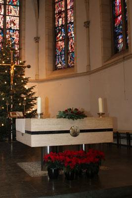Geschmückter Altarraum