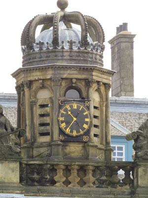 Edinburgh - Holyrood Palace Tor-Uhrturm