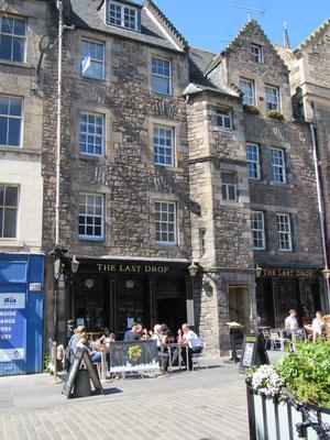 """Edinburgh - Grassmarket mit Pub """"The Last Drop"""""""