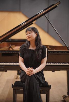 Juin Lee, Pianistin und Klavierlehrerin