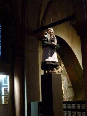Die WÄSCHERIN (Magret Kohnen) in der Milieukrippe von Sankt Maria Lyskirchen