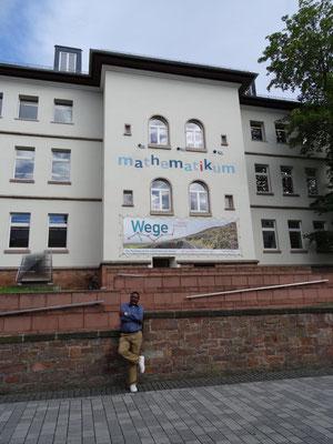 Nachmittags wurden zur Erholung von der vormittäglichen Anstrengung Städte besichtigt,alte Freunde besucht und u.a. das Mathematikum in Gießen besucht.