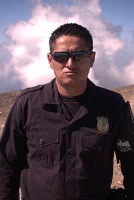 Auf den Santa Ana darf man nur mit Polizeibegleitung - unser Aufpasser heißt Agente Reyes und vertreibt Banditen alleine durch seinen Anblick
