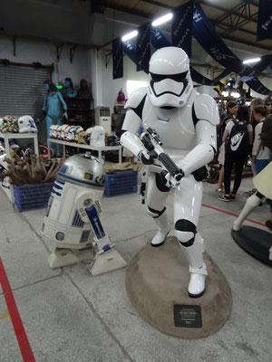 Star-Trooper und R2D2.