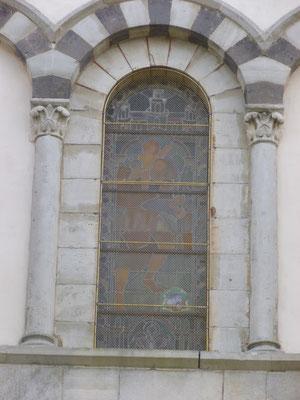 JOZERAND (63) Grilles de protection laiton sur toutes les baies de l'église