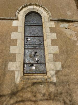 VARENNES SUR TECHE (03) Restauration partielle de trois panneaux d'une baie