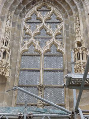 Cathédrale de MOULINS (03) Monument Historique - Restauration complète de la baie du portail Nord, bavettes en plomb et grilles de protection laiton