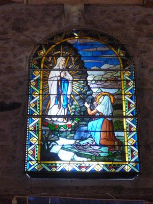 Eglise de SAINT POURçAIN SUR BESBRE (03) Don d'un vitrail : Restauration partielle et adaptation de la fnêtre trop petite en fabriquant un châssis métallique