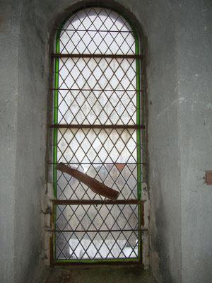 SERVANT (63) Clocher - Restauration complète de la rosace et de deux baies losanges - Restauration partielle de trois baies + bavettes en plomb et grilles de protection acier