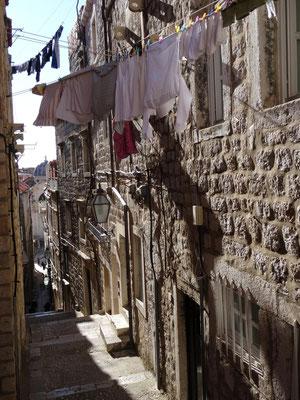 Die Altstadt ist von kleinen Gassen durchzogen, die teilweise steil bergauf gehen.