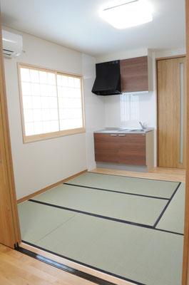 親御さんの部屋。室内にキッチンを備えています。