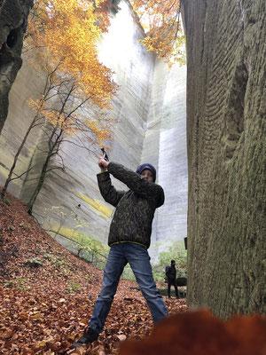 Alex: Es war sehr eindrucksvoll und ein schöner Spaziergang durch den herbstlichen Wald!