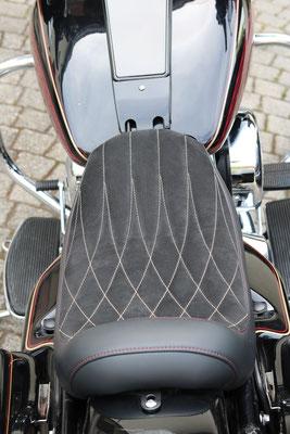 Harley Davidson Electra Glide - Auslaufende Rautensteppung