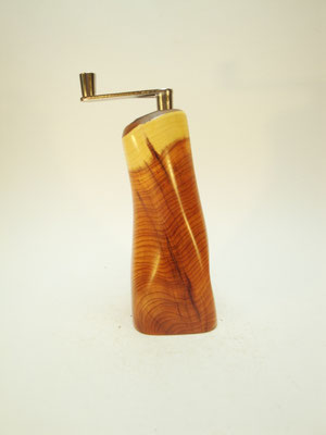 Muskatmühle / Muskatreibe  Unikat Design handarbeit Einzelstück Holz Eibe 13