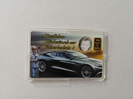 Geschenkbarren zur Führerscheinprüfung mit einem Goldbarren