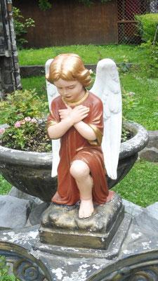 Der Engel vor dem Eingang darf nicht fehlen