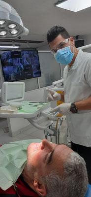 Alois bekommt die neuen Zähne