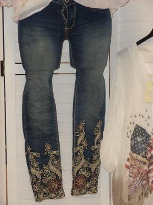 """Damen Jeans """"Highwaist"""" mit Stickerei und Glitzer Farbe: jeansblau Grössen: S - L  Aktions-Preis 44,95"""