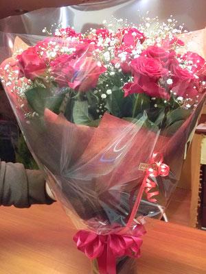 お誕生日祝いの花束(バラ20本とカスミソウご指定)