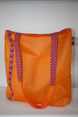 Wendebeutel: 1. Seite aus besch. Baumwolle Luisa in orange, verziert mit Webband