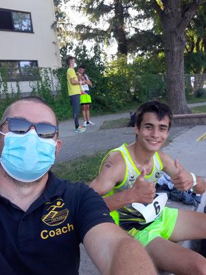 Jonas und Coach Eisi zufrieden nach dem 9. Platz über 3.000m - Foto: privat