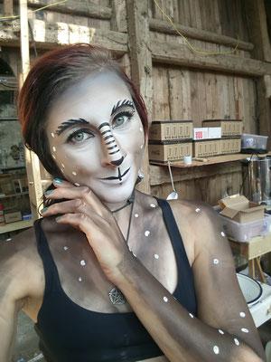 Backstage beim Makeup mit Pearl