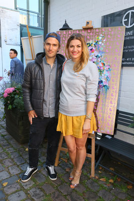 Nina Bott in einem Pullover Hey Soho mit ihrem Lebensgefährten Benjamin Baarz in einem Hemd Michel Michels