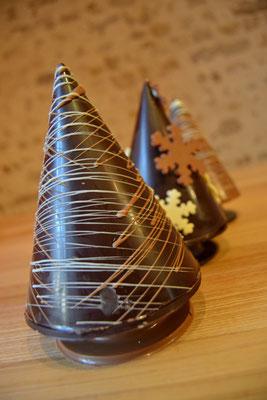 Sapin Cône, tout chocolat, 14,60 €.
