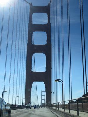 Fahrt über die legendäre Brücke