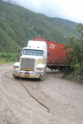Auf dem Weg wieder nach unten steckte dieser Lastwagen fest.