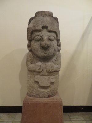Zuerst besuchten wir das Museum, wo es schon die ersten Statuen zu sehen gab.