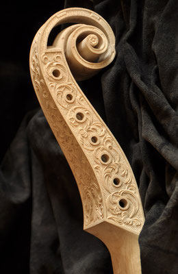 copy of a 'Stainer' scroll and pegbox, un varnished - violworks