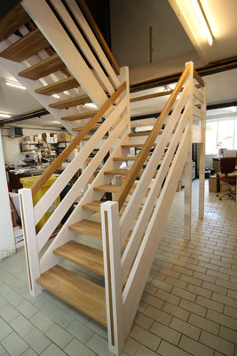 Große Treppenanlage über zwei Ebenen