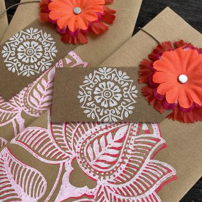 Geschenktüten Kraftpapier handgedruckt in Wädenswil mit Textildruck Stempel