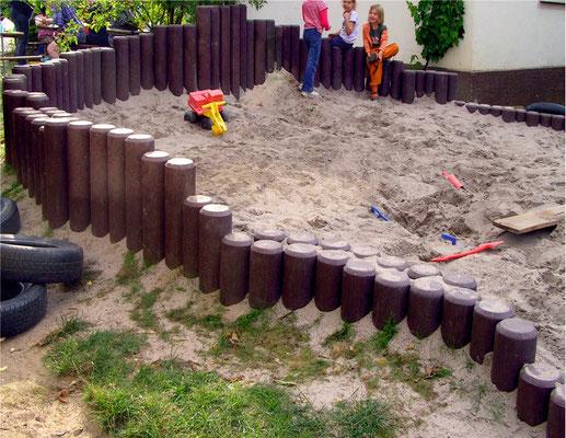 Rundpalisaden für Sandkasteneinfassung aus Recycling Kunststoff