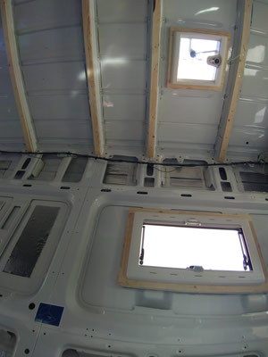 Raam en dakraam monteren voor het isoleren