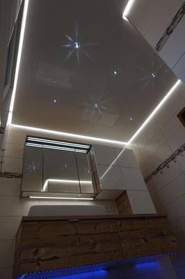Glanzdecke mit Sternen (Sternenhimmel) und LED Band Foto: MERLIN