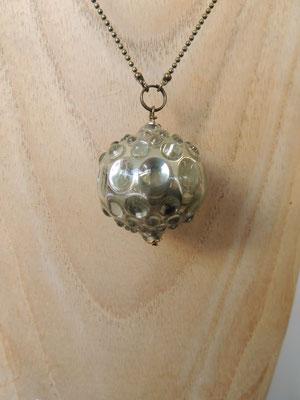 Ici l'interieur de la perle a été argenté pour un effet miroir.
