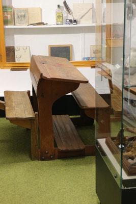 Schulbank im Richard-Brandt-Heimatmuseum Wedemark