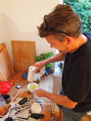 Derweil in der Küche: Norbert arbeitet an seinem Gericht