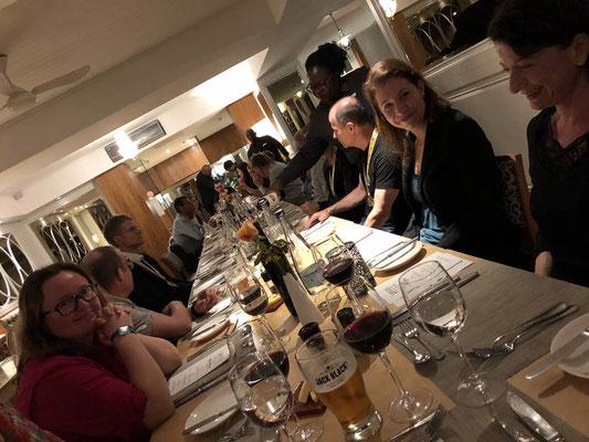 Das Marathon-Diner in illusterer Gesellschaft