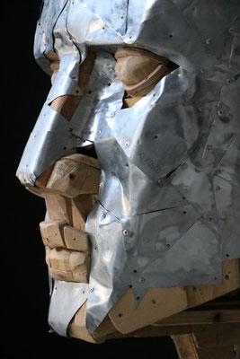 """Sculpture """" Tête """" Florian Poulin , Bois / Zinc. Plan rapproché"""