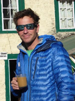 Lukas unser Expeditionsleiter beim Morgenkaffe