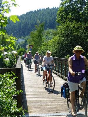 Fahrt über eine der zwanzig Brücken des Ruwer-Hochwaldradweges