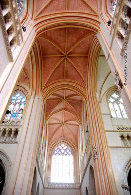 [NU002k-2016-0022] 29 - Quimper - Cathédrale Saint-Corentin : Voûtes de la croisée du transept