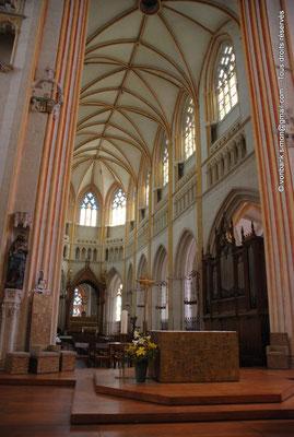 [NU002k-2016-0032] 29 - Quimper - Cathédrale Saint-Corentin : A la croisée du transept, l'autel du sanctuaire