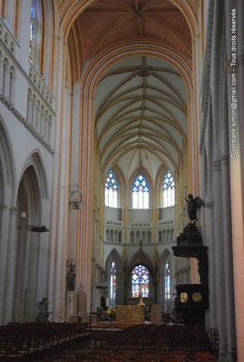 [NU002k-2016-0042] 29 - Quimper - Cathédrale Saint-Corentin : Nef et chœur