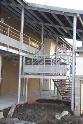 CMC Métallerie Avranches(50)-St Martin des Champs-Escalier accés Passerelle acier galvanisé et bois